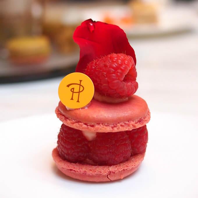 イスパハンいわずと知れたピエールエルメのスペシャリテ♥ローズとフランボワーズとライチのケーキです。