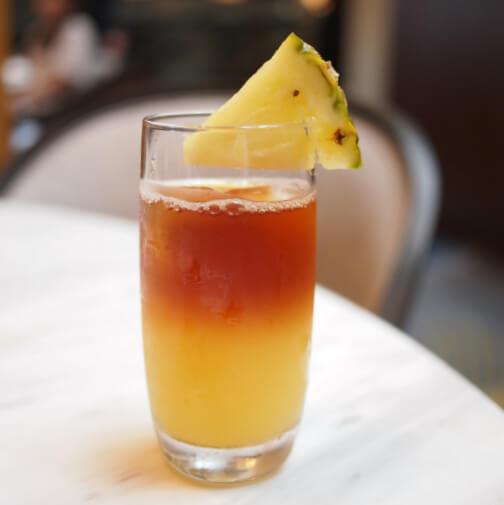 季節のアイスティーパイナップルジュースのセパレートティー