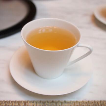 シルバームーンベリーとバニラをブレンドしたまろやかな緑茶とスパイスのフレーバーティー
