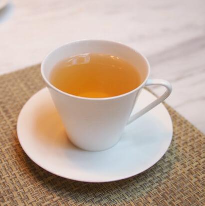 スウィートフランスティー緑茶にエキゾチックな花々とカモミールティーをブレンド