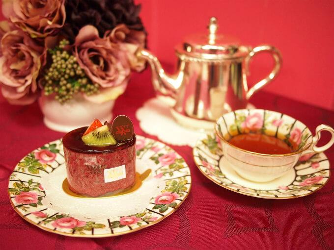 WITTAMER(ヴィタメール)のケーキ「ミロワール・カシス」と紅茶