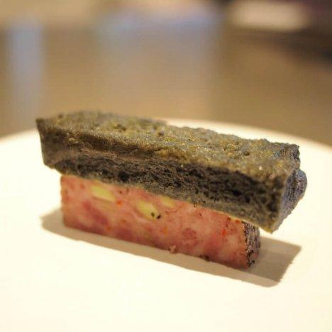 悪魔のスパイシーポークパテと黒いフレンチトースト