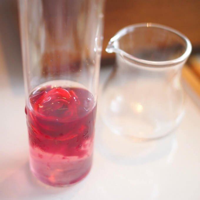 ジンジャーのシロップをいれてシェイクしてから飲みました。味は・・・健康のためですからね・・・