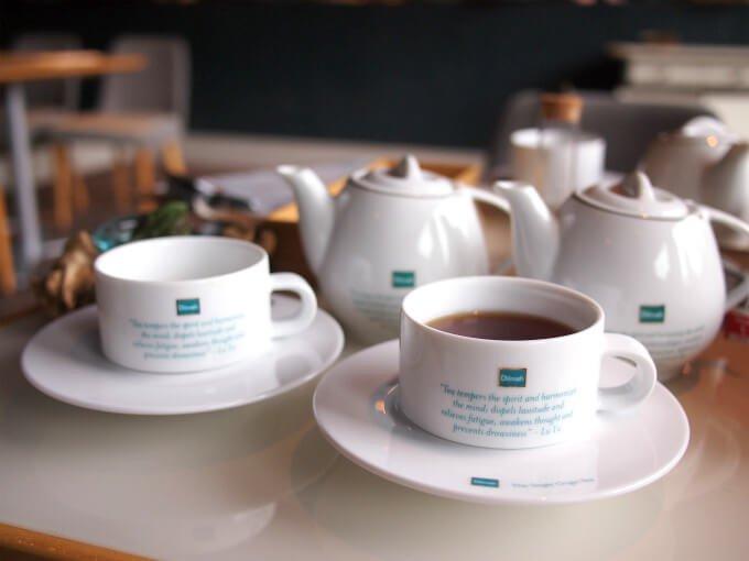 ティーポットとカップ&ソーサーはディルマオリジナル。 お取り皿はLuzerne(ルザーン)。