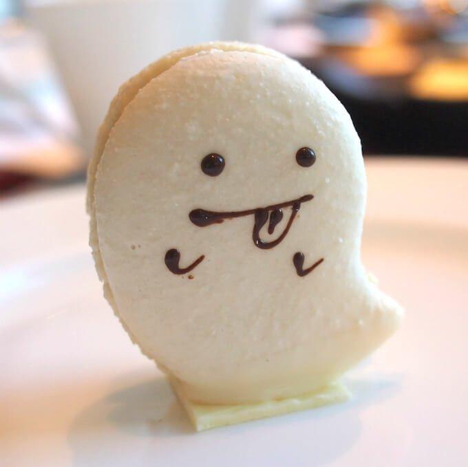 山形県産洋梨のマカロン中にはチョコレートクリームが入っていました。