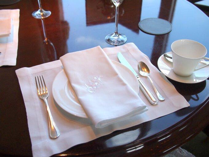 カトラリーはSambonet(伊)でシャングリ・ラ ホテル東京オリジナル