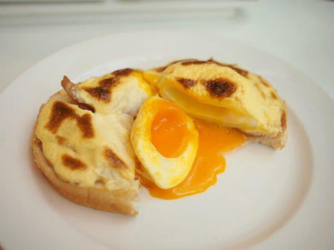ホテル特製エッグベネディクトは出来たてが運ばれてきました♬卵の感じも最高~