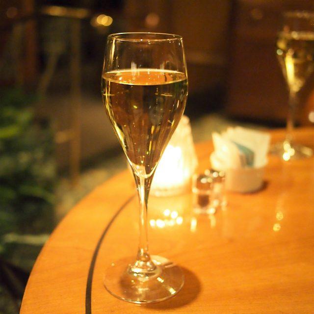 デュク・ドゥ・モンターニュワインと同じように作ってからアルコール分を除いたノンアルコール・スパークリングワイン