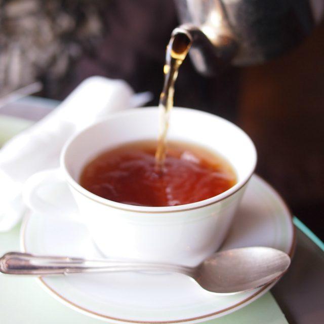 テ・ウジェニー中国とセイロンの紅茶にチェリー、ラズベリー、赤スグリ、ストロベリーをブレンドしたフレーバーティー