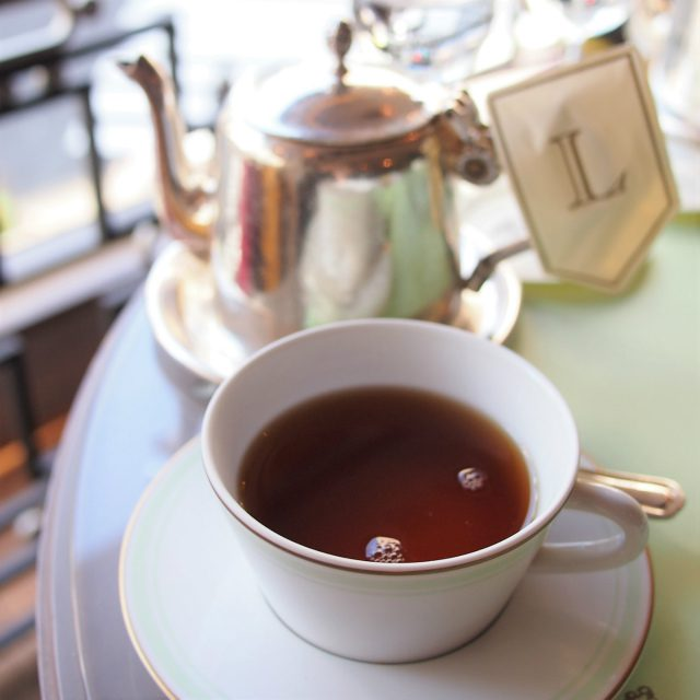テ・ア ラ ローズ 中国とセイロンの紅茶にバラの花びらとエッセンスをブレンドしたフレーバーティー