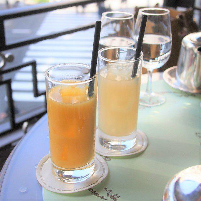 オレンジジュースとグレープフルーツジュースこの日は本当はクランベリージュースがセットだったのだけど、在庫がなくなってしまったようで、この2つのジュースどちらかを選ぶことになりました。