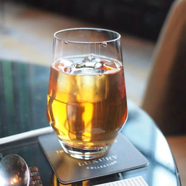 ダージリンサマーゴールドのアイスティー レヴィータはどの紅茶もアイスティーにしてくれます。