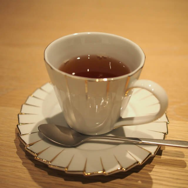 クィーンズティーダージリンセカンドフラッシュとセイロン紅茶のブレンドティー。さっぱりして飲みやすい紅茶
