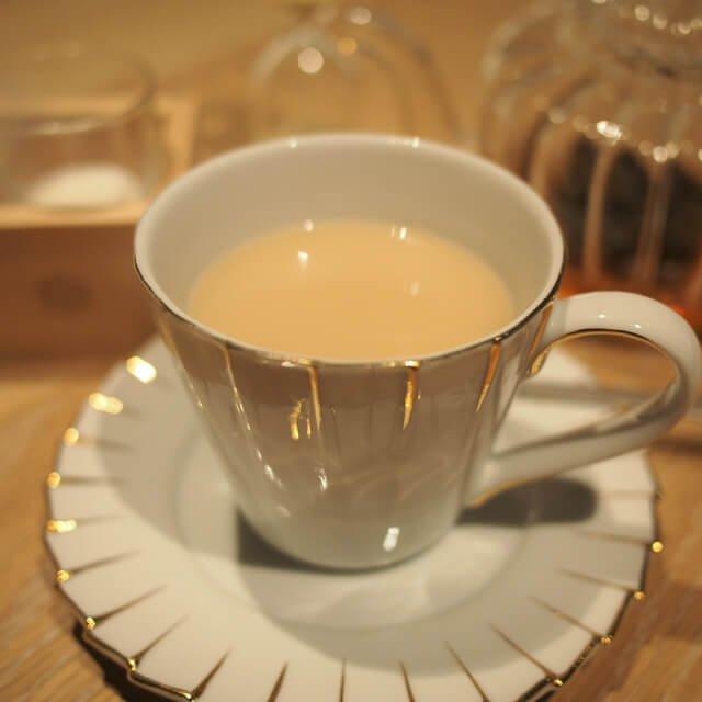 アイリッシュウイスキークリームロンネフェルトの人気フレーバーティー。こちらはやっぱりミルクティーが合いますね!