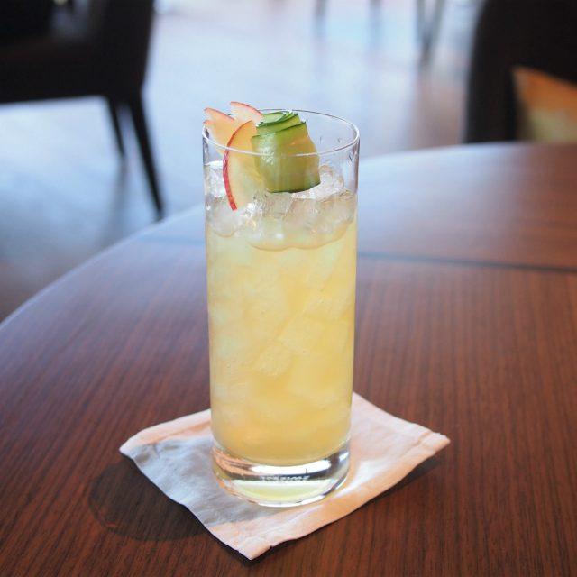 イングリッシュカップ和束和紅茶、リンゴジュース、レモンジュース、ジンジャービア、キュウリのモクテル(ノンアルコールカクテル)