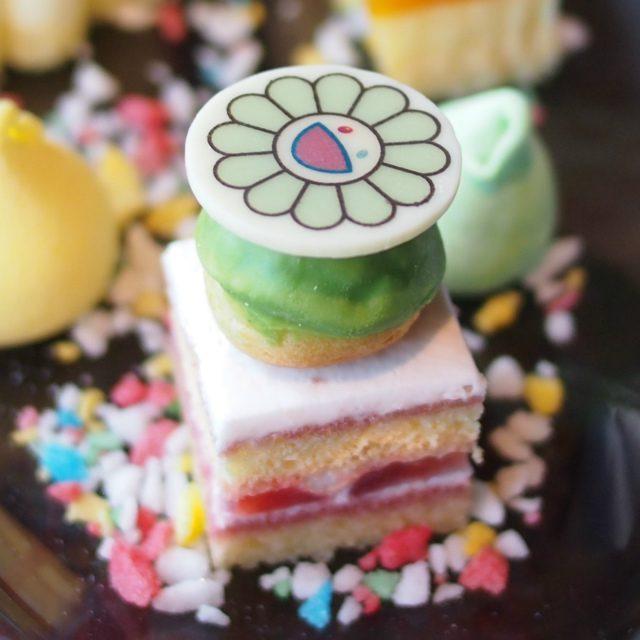 プロフィットロール(ストロベリーショートケーキ)こちらはピスタチオ。他にレモン、オレンジ、ストロベリーもあるそうです。