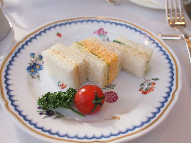こちらはスイーツ多めのアフタヌーンティーのサンドウィッチ。 サンドウィッチ多めのアフタヌーンティーはサンドウィッチが5個でした。