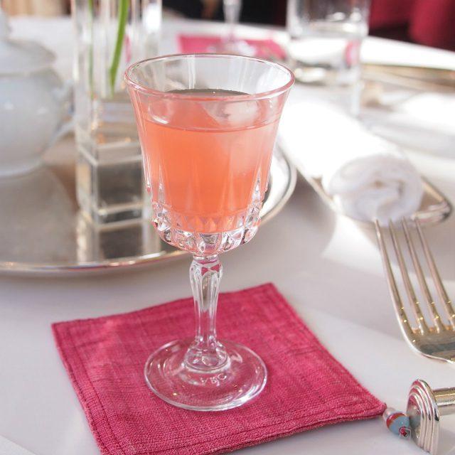 ノンアルコールを希望するとピンクグレープフルーツジュースにしてもらえました。