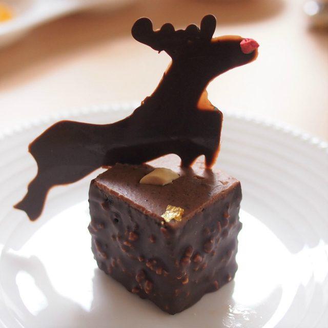 ソシソンショコラソシソンとは濃厚なガナッシュの中に、ナッツ、ドライフルーツがたっぷり入ったチョコレートのこと。ちなみにソシソンとはフランス語でサラミを意味するそうです。