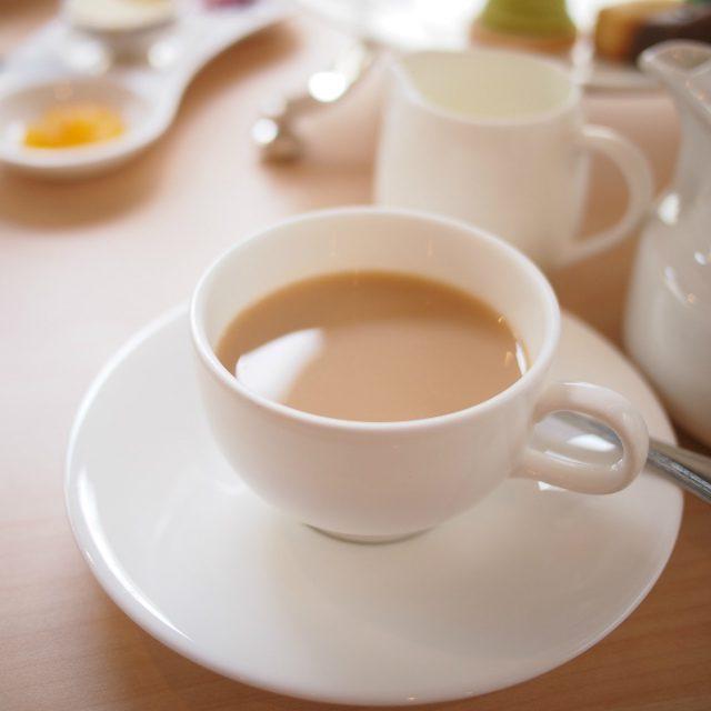 アッサムはしっかりした紅茶だったので2杯目はミルクティーで