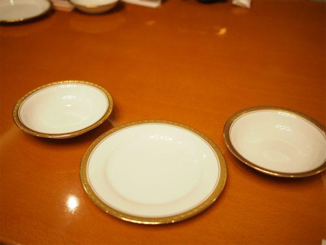 お取り皿が最初から3つ用意されているのが嬉しい