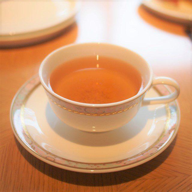伊勢玉露紅茶この和紅茶は初めて飲みました。ほうじ茶のような感じの和紅茶でした。