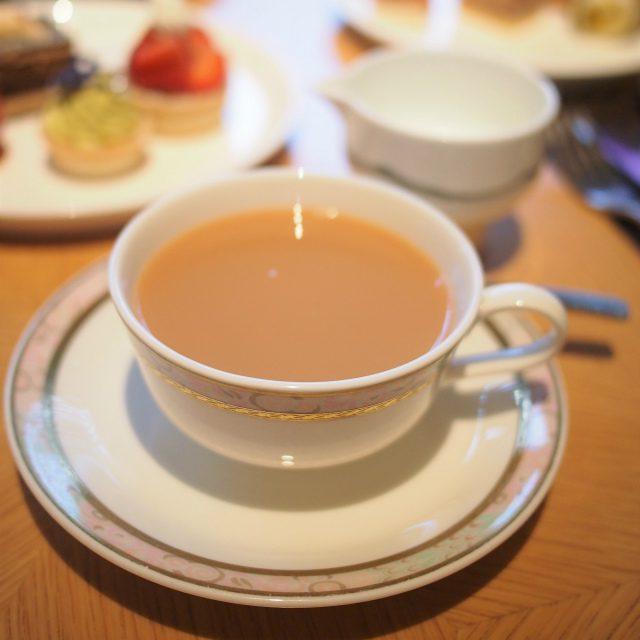 フレーバーティーのクッキー甘い香りの紅茶なのでミルクティーにしてみました。