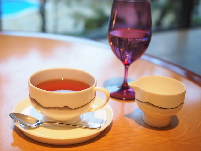 こちらのカップ&ソーサーはお取り皿とおそろいでNIKKOのものでした。
