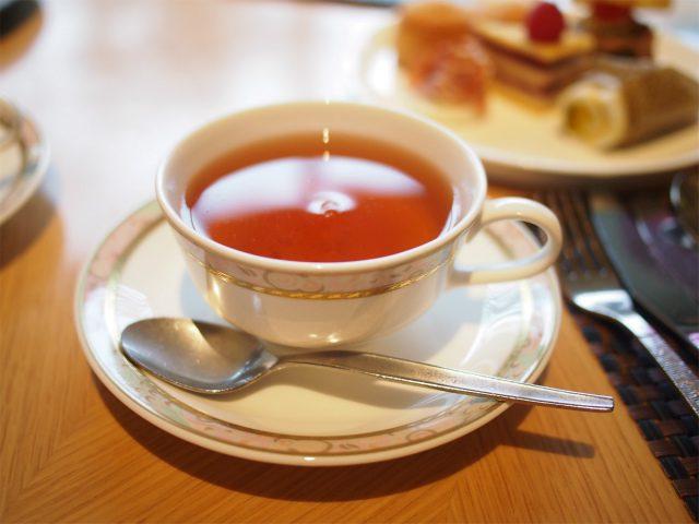 こちらのカップ&ソーサーはNARUMI。プリンスホテルのオリジナルのものでした。