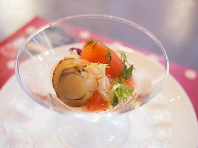 料理長特製オードブル1月は魚介のカクテル。ソースはもちろん「いちご」です!