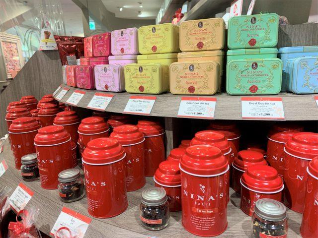 ニナスの紅茶は缶が可愛いから、ずらーっとディスプレイされると映えますね!