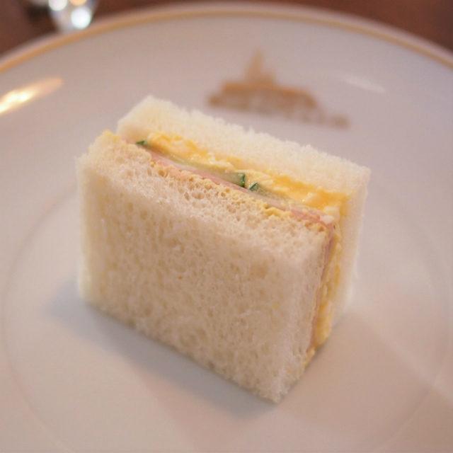 玉子とハムのサンドイッチ