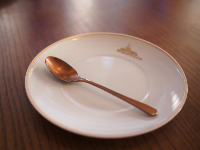 取り皿はラ・メゾン・キオイオリジナル