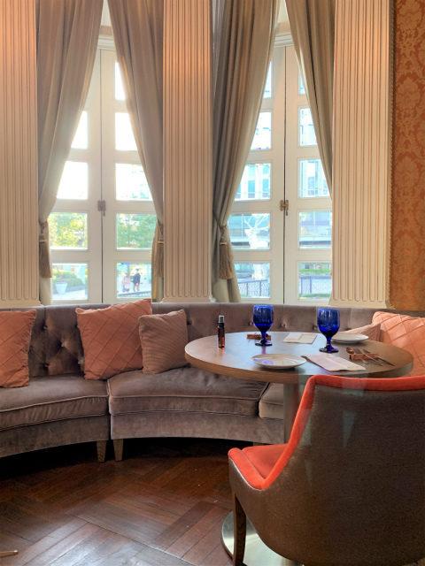 アフタヌーンティーはこちらのサンルームを含め、ダイニングルームの手前にあるお部屋や個室で楽しめます。