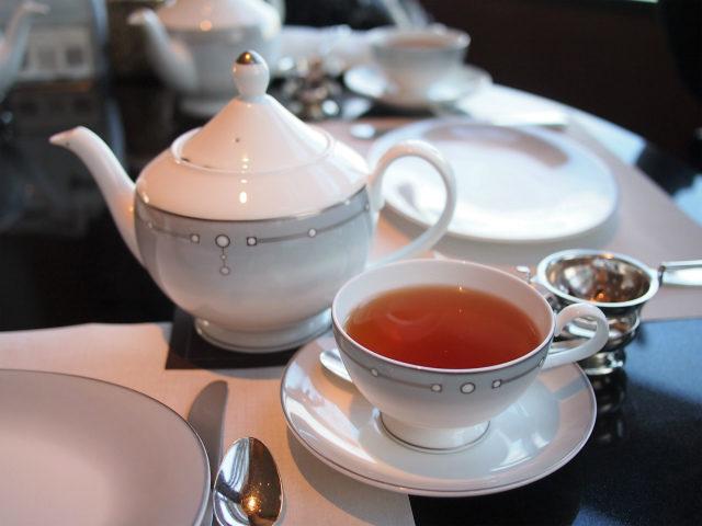 カップ&ソーサーとプレートはNIKKO(リッツカールトンオリジナル)。日本茶の湯飲みはNoritakeでした。