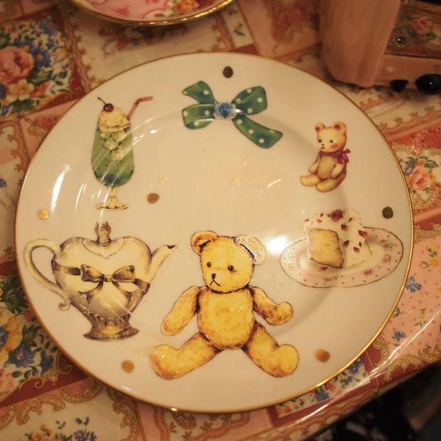 下段はクマちゃん柄。こちらのお皿は見たことがなかったので店長さんに伺ったら、オリジナルで作ってもらったものとのこと!羨ましい!
