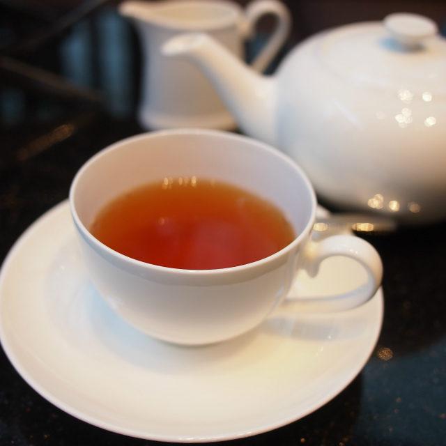 こちらはホットのダージリン 紅茶はすべてロンネフェルトのものです。