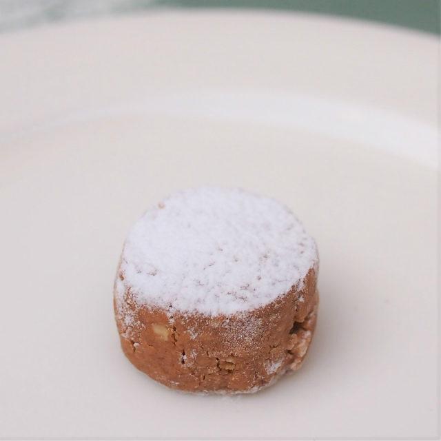 願いが叶うポルボロンスペインの伝統菓子。くちどけまでに 3 回「ポルボロン」と唱えると、願いが叶うそう!