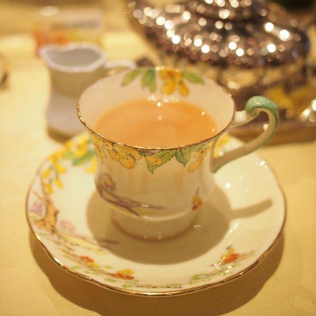 アルビオン(フォートナム&メイソン)こちらはスパイスがほんのりと香る紅茶。ミルクティーによく合いました。