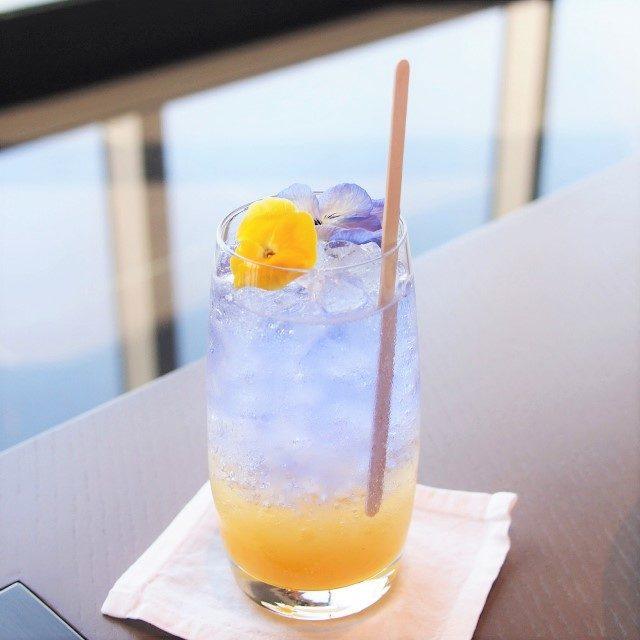 柚子ハニーフィズバタフライビー、蜂蜜、柚子ピューレ、炭酸水のモクテル(ノンアルコールカクテル)