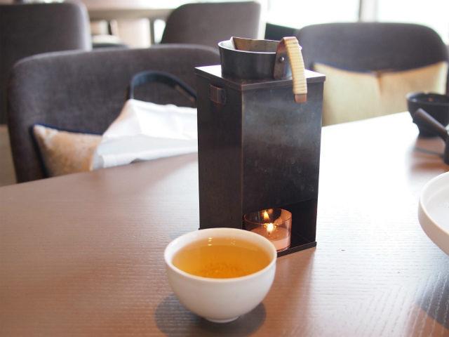 黒文字茶の時は熱燗を入れるような器でした。