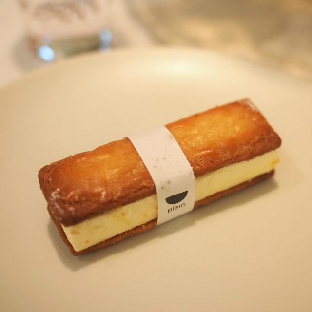 あふれるバターサンド柚子が香るバターが思ったよりも軽くて美味しかった!
