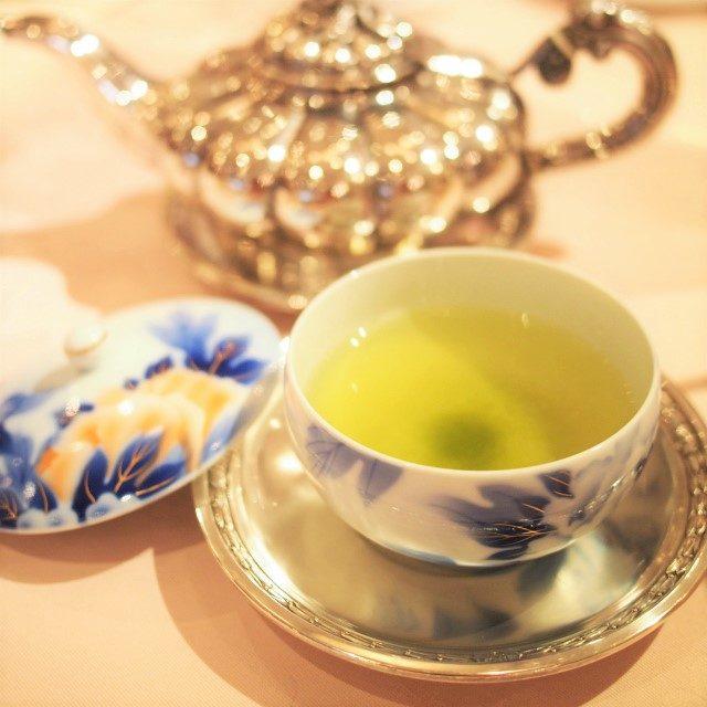 日本茶 鹿児島知覧茶私は緑茶の中では知覧茶が一番好きなのでとても嬉しかった!味と香りがしっかりしていながらも渋みが少ない緑茶です。