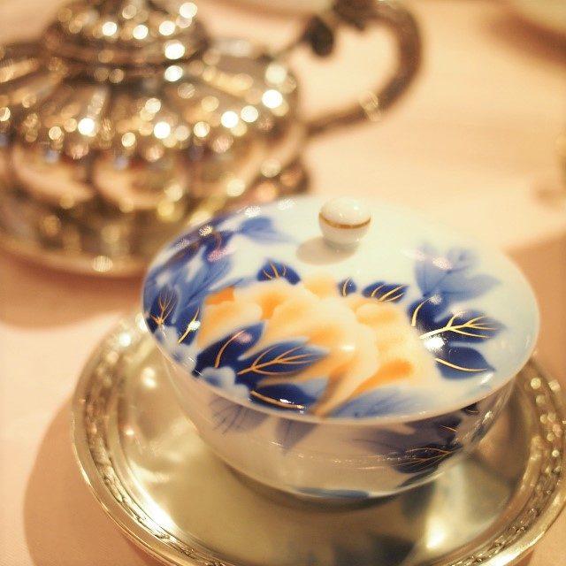 知覧茶の時は深川製磁、ソーサーが銀のところがヴィオレッタさんらしい組み合わせです!