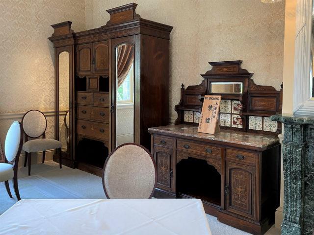 こちらのお部屋の家具は英国王室御用達だったメープル社のもの