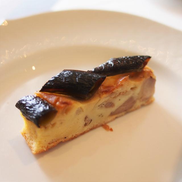京赤地鶏とスナップエンドウのケークサレこの焦げの苦みも美味しさを増してくれていました!