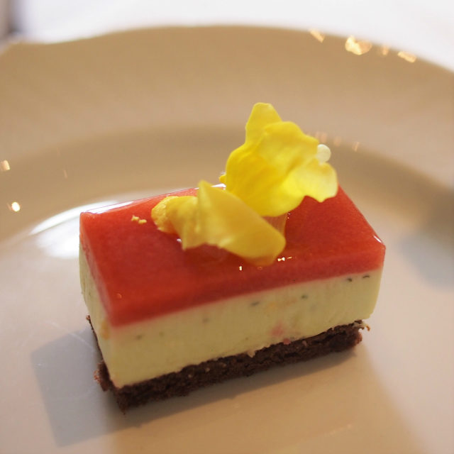 いちごとミントのムースミントが主張しすぎてなくて、苺とのバランスがよく、とっても美味しかった!