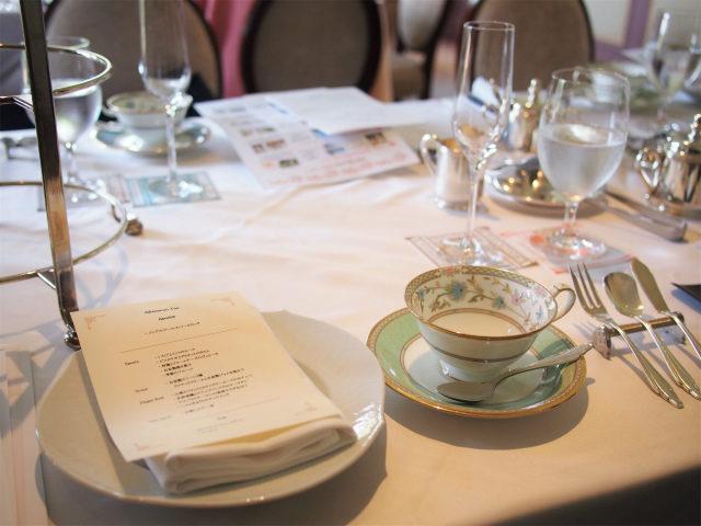 取り皿はマイセンの「波の戯れ」、カップ&ソーサーはnotitakeの「YOSHINO」でした。