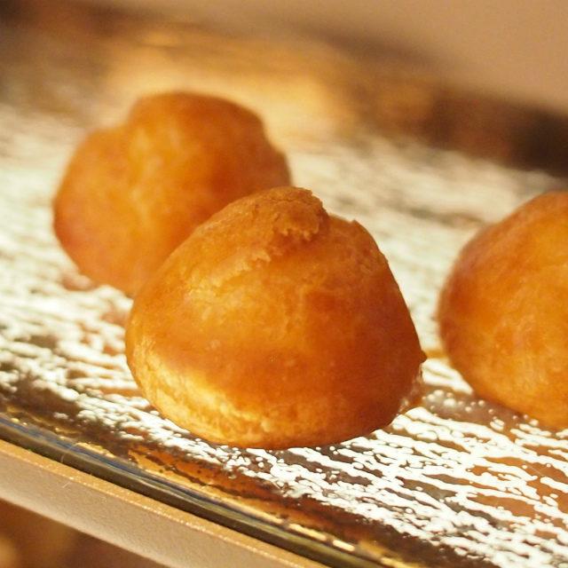 グジェールブルゴーニュ地方発祥の食べ物でチーズを使ったシュー皮のこと。