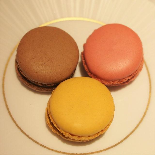 本日のマカロンこの時はミルクチョコレート、ラズベリー、シトロンの3種類でした。